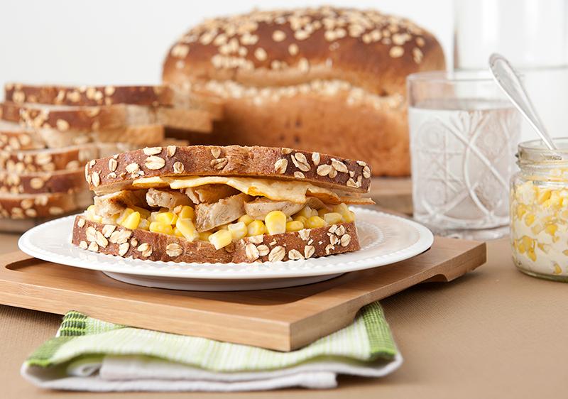 Sándwich Oroweat de Pollo con Maíz y Parmesano